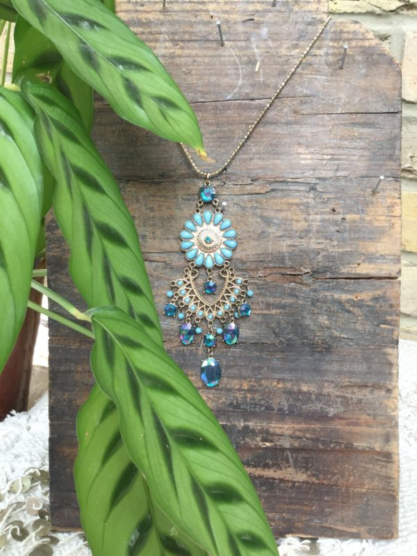 Solange-Necklace-Turquise-Flower-Stones-Gold-Chain